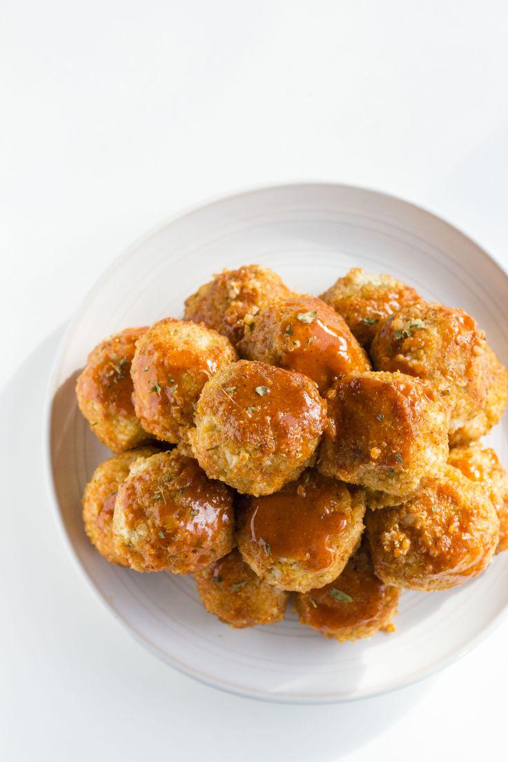 Buffalo Cauliflower Quinoa Meatballs   Super tasty and simple MEATLESS meatballs!   thealmondeater.com