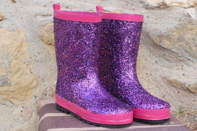 Glitter rain boots makoever   - 10 DIY: Cute Rain Boots Makeover