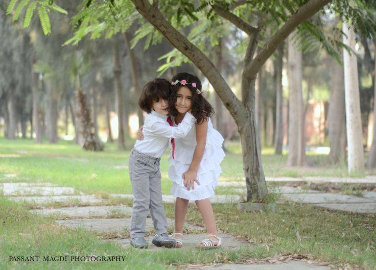 siblings pose idea