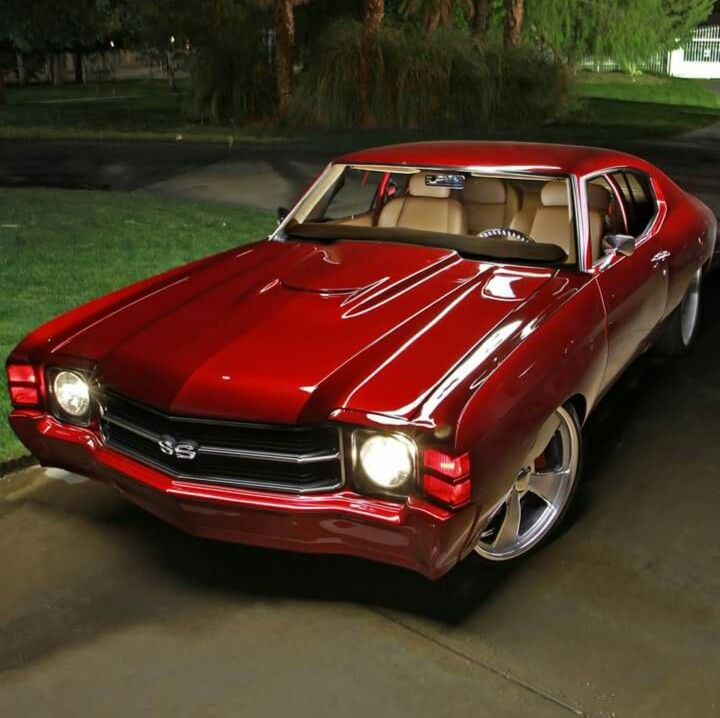 1971 CANDY APPLE RED CHEVY CHEVELLE SS MUSCLE CAR.
