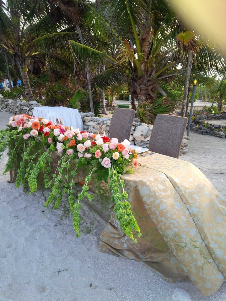 Mesa de Novios @ Hotel Gran Sirenis en Riviera Maya......love it!