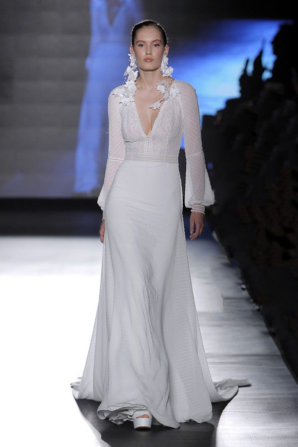 a8c3a0463 Vestido de novia de Rosa Clará – Tendencias de Bodas Magazine   Blog ...