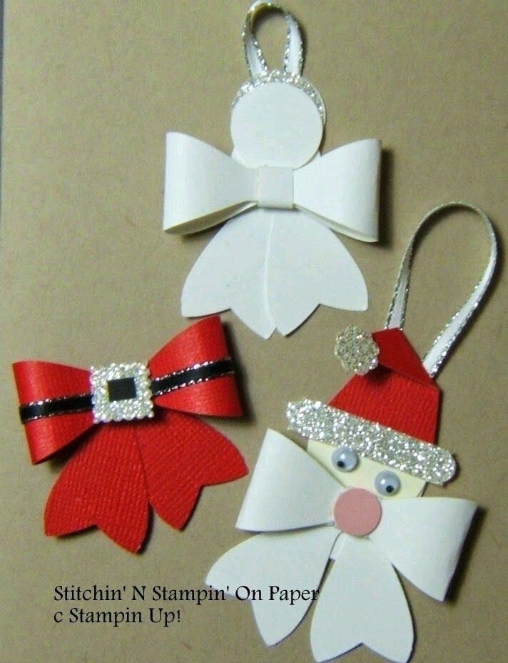 Decora tu árbol navideño con estos económicos y sencillos adornos hechos de papel que tienen como base un molde en forma de moño. Es una ex...