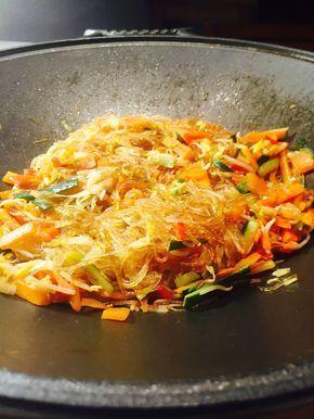 Spaghetti di soia con verdure saltate in salsa di soia