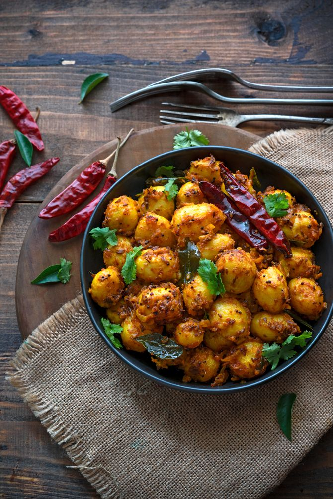 Spicy baby potatoes is a quick & utterly delicious recipe of baby potatoes tossed in chilli based freshly ground spices and tamarind pulp. A Must Try