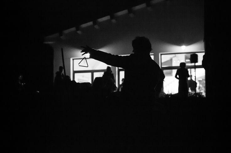 L'accensione del falò ricade nella notte antecedente l'equinozio di primavera motivo per cui diverse teorie indicano l'accensione dei fuochi come gesto rituale per salutare l'inverno freddo e improduttivo e dare il benvenuto alla primavera, stagione di vita e rinascita. A passo d'uomo festival ha rinnovato anche quest'anno l'antica tradizione di festeggiare la vigilia di San Giuseppe con il falò. Foto di @DorinMihai67