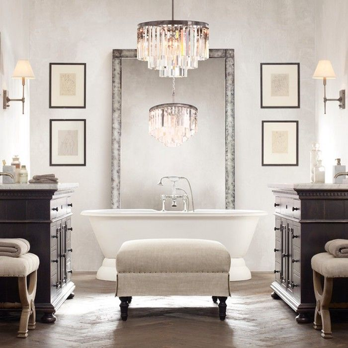 Badezimmergestaltung In Modern Vintage Stil, Kronleuchter Aus Kristall