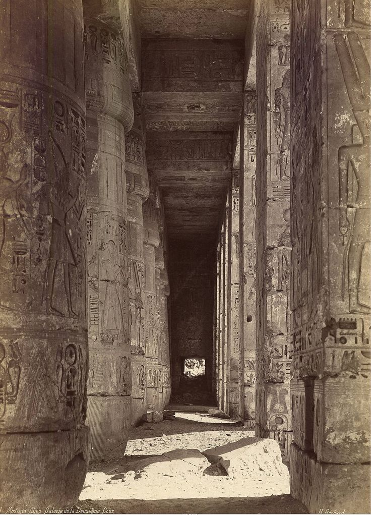 Мединет-Абу. Храм Рамзеса III. Портик, предшествующий гипостильному залу