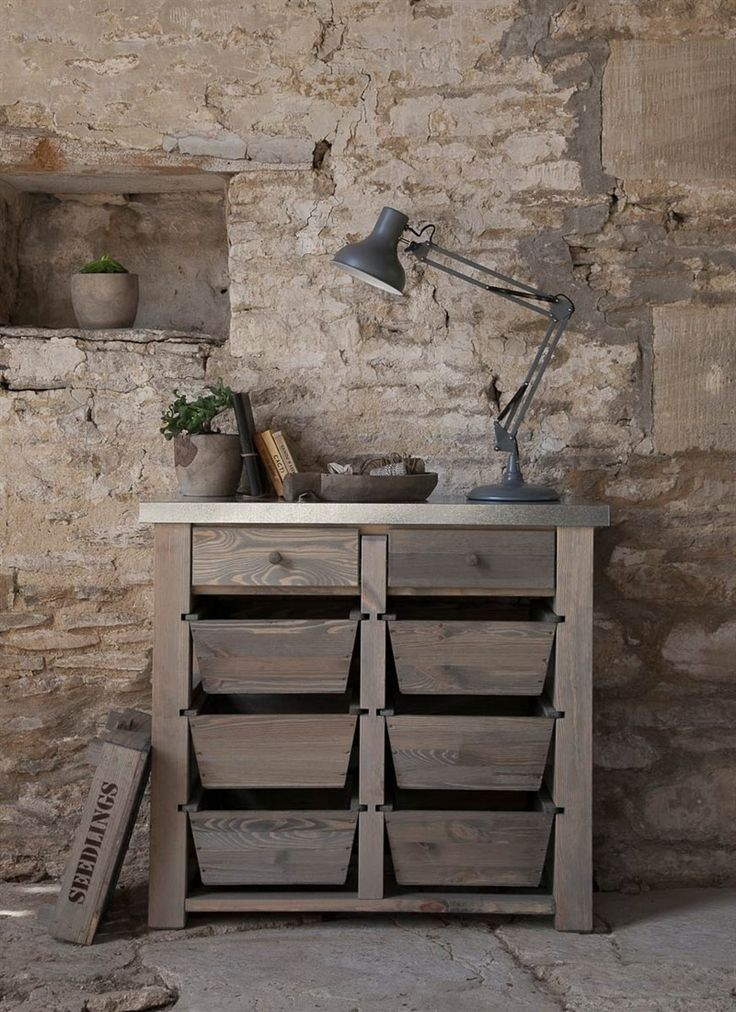 Our wooden Chunky Storage Unit provides indispensable and contemporarystorage for the home and garden, with 6 removable draws and 2 standarddraws.