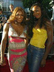 Serena Williams, Venus Williams - CA: Premiere Of Catwoman - Arr stock photo
