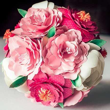 Creo bouquet da sposa alternativi non recisi. Fatti a mano, particolari, ecologici ed originali. Utilizzo materiali come carta, stoffa, bottoni e Lego.