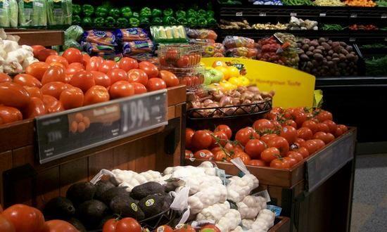 Lasciare sugli scaffali alimenti che hanno superato la scadenza indicata sulla confezione è costato alla catena inglese Tesco, una delle più presenti nella grande distribuzione al dettaglio slovacc...