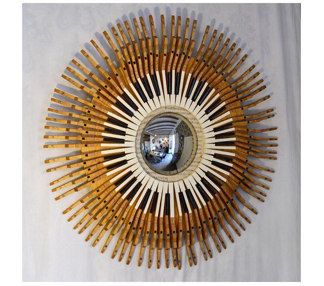 #Espejo #convexo de #AlejandrodelaTorre de 30 cm. Ø, enmarcado en un teclado de #piano. 118x118x12 cm.  #convex #mirror #mirall #diseño #design #disseny #barcelona