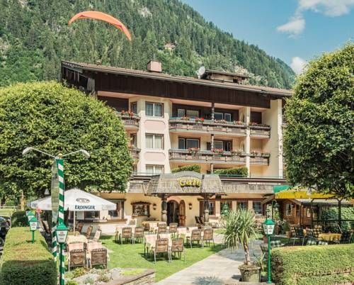 Hotel Alpenhof Kristall Mayrhofen Offering a sun terrace and views of the mountains, Hotel Alpenhof Kristall is situated in Mayrhofen, 800 metres from Penkenbahn and a 2-minute walk from the train station and the Europahaus Congress Centre.