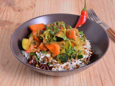 Receta | Curry de verduras con arroz basmati salteado con lentejas y anís estrellado - canalcocina.es