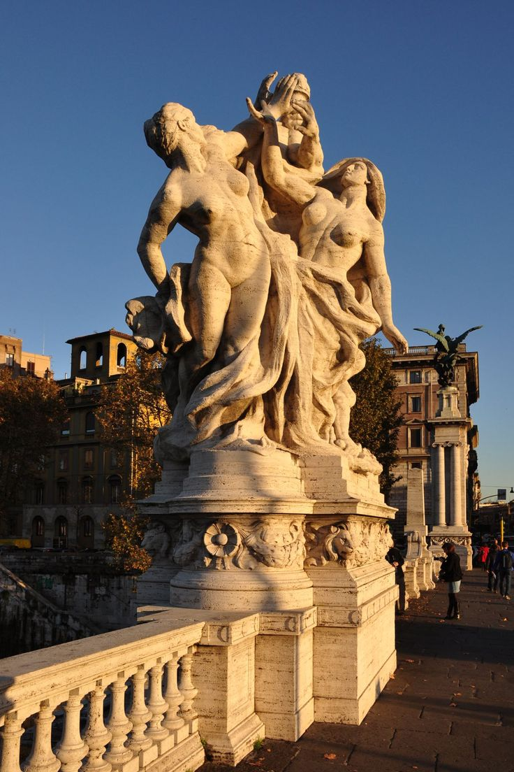 Statue du pont Victor Emmanuel II - Rome - Italie........Romans, setting unrealistic expectations about perky boobs since 30 B.C.