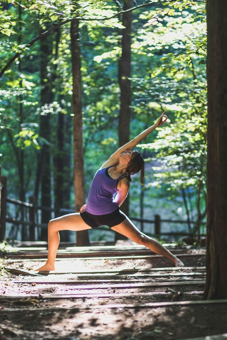 Kelley Deal Photography | Yoga outdoors at the Eno River State Park in Durham, NC | outside, yoga, peaceful, sunlight
