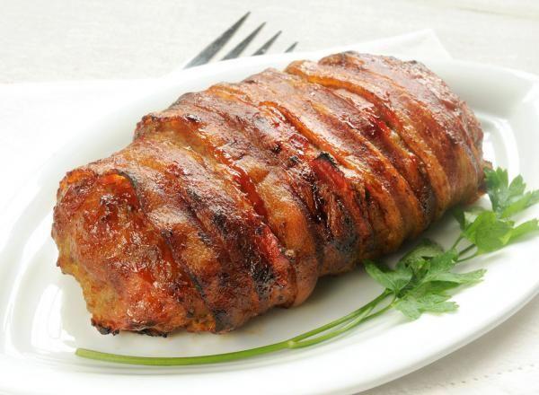 El rollo de carne es un plato ideal para aquellas reuniones familiares, eventos y celebraciones en los que quieres preparar una receta diferente pero fácil y sabrosa...