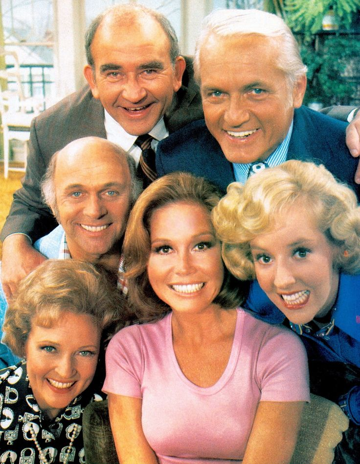 THE MARY TYLER MOORE SHOW tv newsroom cast (1970-1977) (please follow minkshmink on pinterest) #marytylermoore