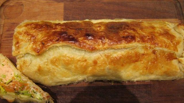 Laks i butterdej med flødeost, dild, porrer og gulerod
