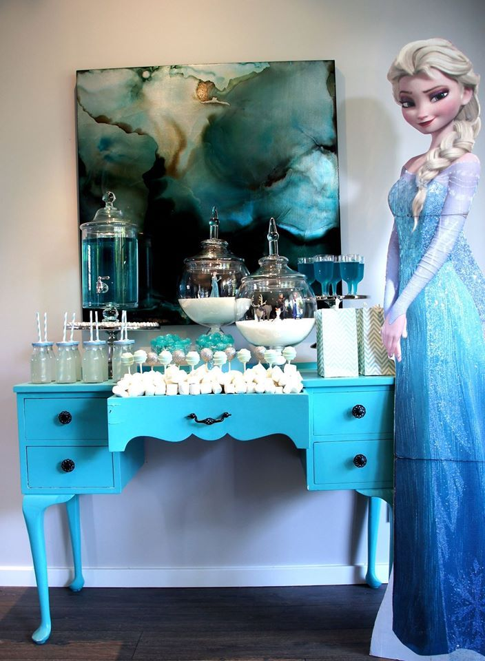 Frozen party table set up by The Simple Party