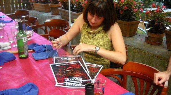 #REVISTA #TERROR #SC-IFI - Ahir la Mònica ens va estar signant les portades per les aportacions als nostres mecenes. Gràcies a tots els nostres Il·lustradors i les seves ganes de col·laborar. CATARSI Número9 by Catarsi. La revista Catarsi és una revista de ciència-ficció, fantasia i terror en llengua catalana, la més antiga de les que hi ha actualment al mercat (si més no, que coneguem nosaltres).   CAMPAÑA: www.verkami.com/projects/2048