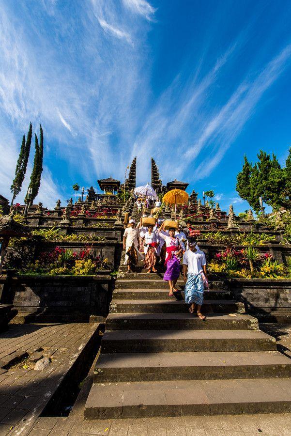 インドネシアの中で唯一バリ島は、島民の90%以上がバリヒンドゥー教を信仰している島です。島内にある寺院の数、約2万以上。その中でも特にパワーのある寺院や名所をご紹介いたします。旅行する時の参考にしてくださいね。