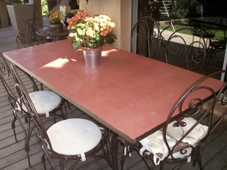 Table extérieure en béton ciré par B.CC (couleur Hacienda/MA's)