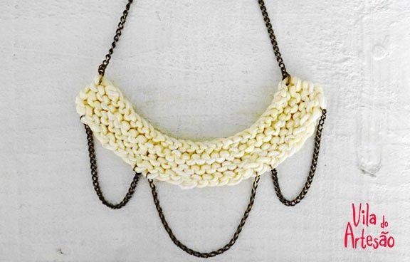 Faça colares retrôs usando fitas e tricô - Pry Olyver para Vila do Artesão, Cris Turek > http://www.viladoartesao.com.br/blog/2014/01/faca-colares-retros-usando-fitas-e-trico/