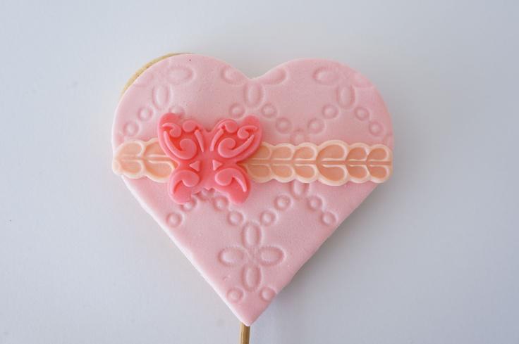 Kalpli kurabiye, Butik bebek kurabiyesi, kız çocuklar için kurabiye, butik kurabiye, kurabiye, romantik, anneler günü, sevgililer günü, anneye, sevgiliye, kız, kız bebek, bebek, doğum, mevlüt, baby shower, bebekler için, kız çocuk, çocuklar için, kişiye özel, tasarım, doğum günü, doğumgünü, yaş günü, 1 yaş