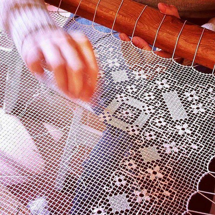 by http://ift.tt/1OJSkeg - Sardegna turismo by italylandscape.com #traveloffers #holiday | Per la rubrica #CreatoadarteSardegna @sardinia_island ci porta a #Bosa. Filet: il ricamo a Bosa è arte. Un affare di donne l'arte del merletto bosano è tramandata di madre in figlia sin dal medioevo. L' ordito legato alle tecniche in uso per l'intreccio di reti da pesca riproduce figure ispirate a fauna e flora simili a quelle visibili su tappeti e ceramiche. La fama delle artigiane di Bosa varcò il…