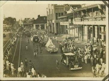 Karnaval Mobil Hias di Pasar Besar 1930 (Jalan Pahlawan)