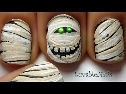Murray the Mummy manicure for lovers of Halloween and Hotel Transylvania! Excellent video tutorial.