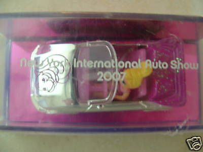 2007-Intro-Mattel-Polly-Wheels-New-York-Auto-Show-Girl-diecast-car-Polly-Pocket
