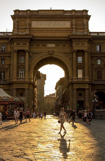 Piazza della Repubblica,  Study Abroad...Florence, Italy  www.smarttrip.it