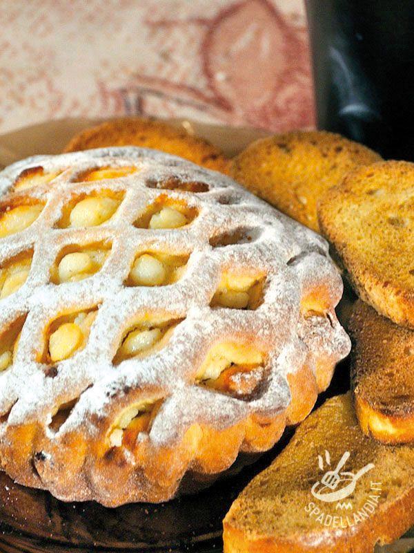 Buckwheat tart with cream - La Crostata di grano saraceno alla crema è una squisitezza che farà felici gli amanti delle crostate ricoperte e ripiene di farce morbide e golose! #crostatadigranosaraceno #crostataallacrema
