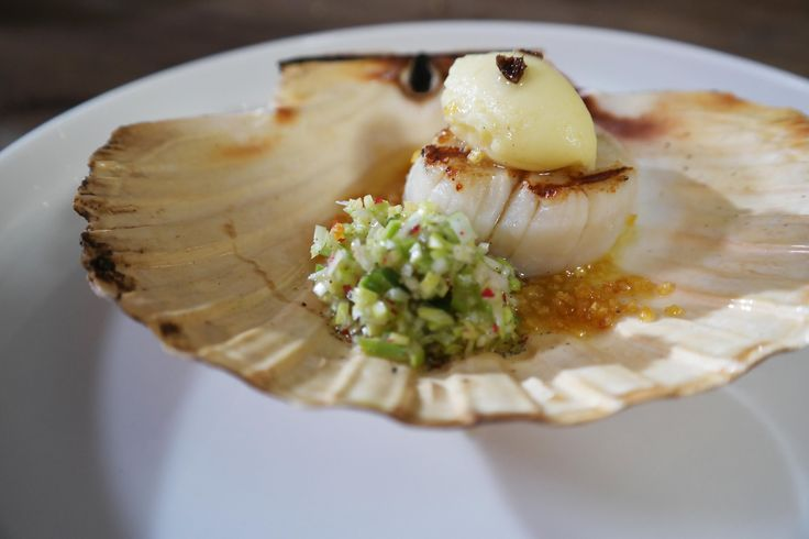 Ware Delicatessen - Gegrilde Sint-Jacobsvruchten met prei en vanille