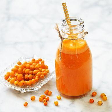 Starta dagen med en rejäl C-vitaminshot genom råsaftscentrifugen! Ladda den med morötter, havtorn, ingefära och apelsin och kör till en slät juice. Fräsch, syrlig och inte minst – supernyttig. Hittar du inga havtorn i frysdisken, ersätt med passionsfrukt.