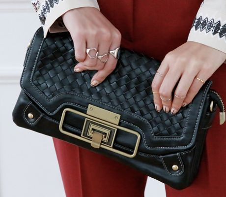 Loveliness of the female clothing shop. [Whitefox] My clutch pretty BAG / Size : FREE / Price : 30.27 USD #korea #fashion #style #fashionshop #apperal #koreashop #ootd #whitefox #acc #bag #clutchbag #clutch #dailybag