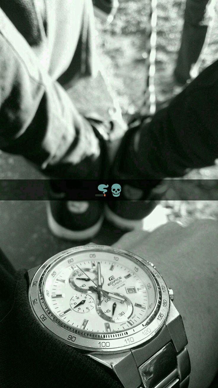 El tiempo nos consume.🚬⏳  #tiempo #reloj #blanco #negro