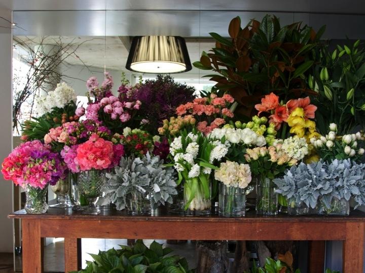 Beautiful Florists Table Presentation.: Beautiful Florists, Florists Ideas, Flowers Marketing, Florists Stores, Flowers Spaces, Florists Tables, Florists Workshop, Florists Packaging, Flowers Shops