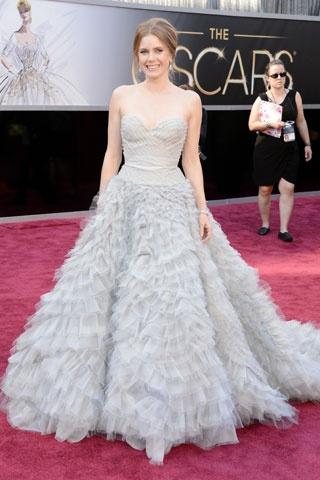 Amy Adams    Elbise: Oscar de le Renta  Mücevher: Moa http://elle.com.tr/fotogaleri_FotoGaleriDetay/1970.aspx#