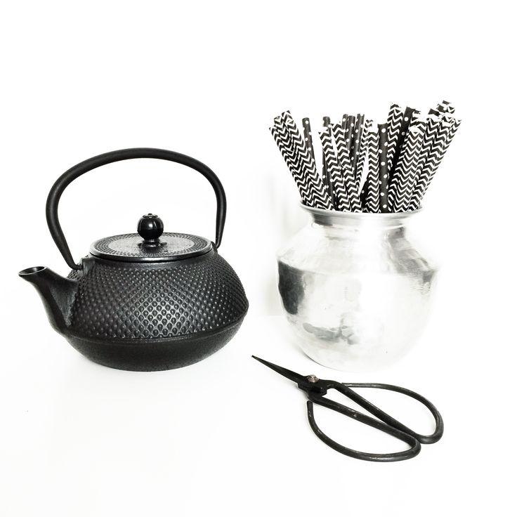 http://villamadelief.nl/product/papieren-rietjes-zwart-streep/ 