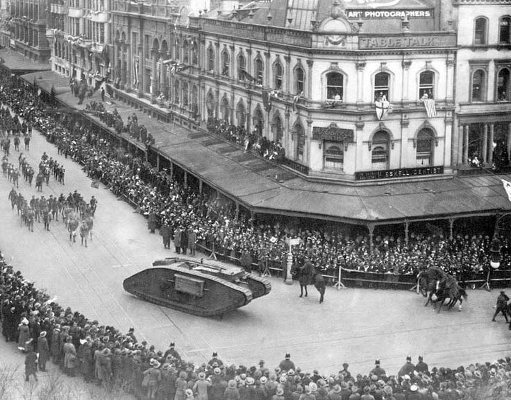 1919 Military Parade in Melbourne End of WW1 (1914/1918) (the Tank,'Mark V** (made in Eng)