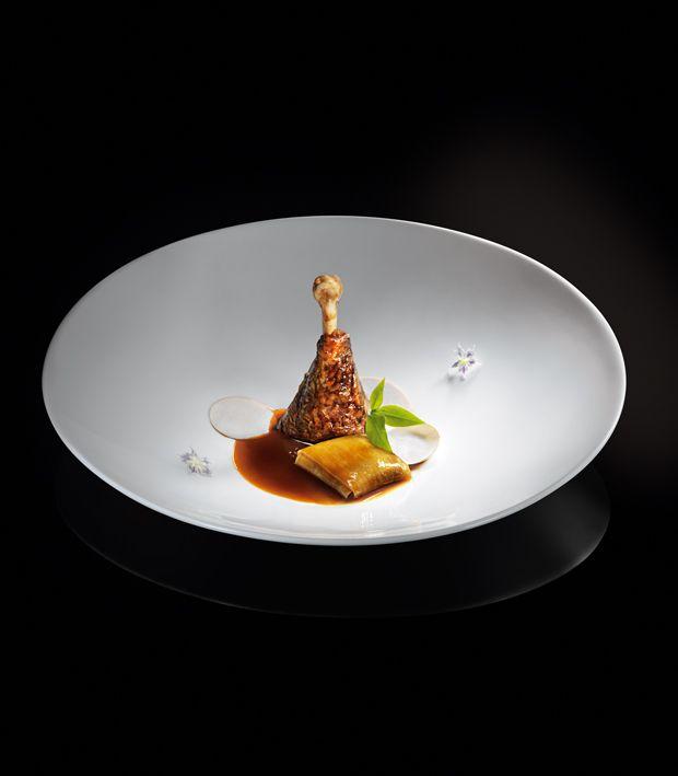 Dass es Daniel Patterson vom Tellerwäscher zum Gourmetkoch geschafft hat, ist eigentlich schon eine sonderbare Geschichte. Die Wiederholung einer solchen Geschichte auf diesem Niveau wäre schon etwas Sonderbares, wenngleich sie sich in Verkörperung von Alex Atala in Südamerika auf ähnliche Weise vollzogen hat.