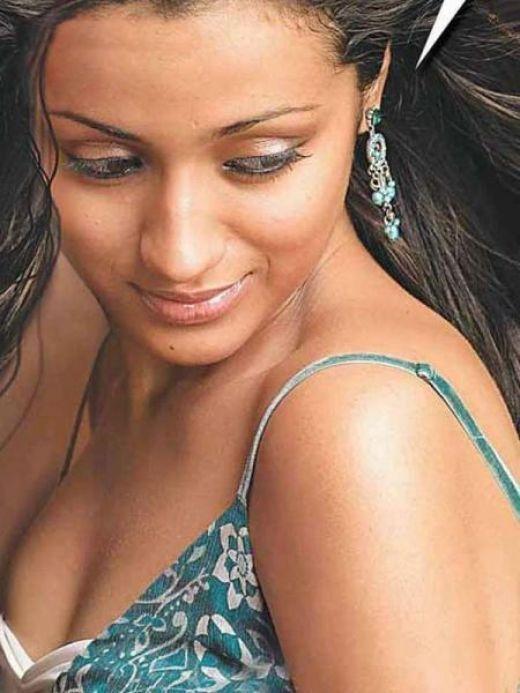 Hot And Sexy South Indian Actress Trisha Krishnan