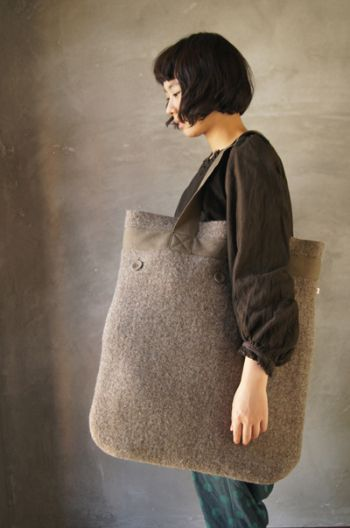 tote, wool felt - tt-garret. Love the bag and the haircut