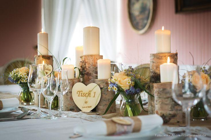 Vintage Tischdeko Hochzeit individuell Namenschilder Tischnummer Spitze Jute Holz Holzstämme