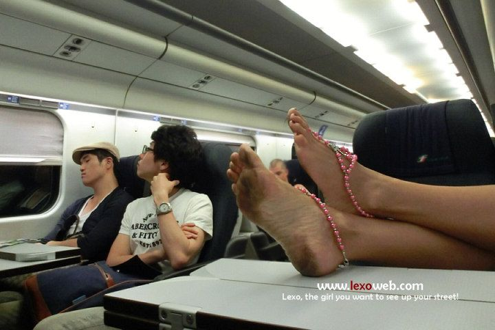 Barefoot train travel, from Set #146 (www.lexoweb.com/Set146/gallery01.htm) Barefoot Sandals by @verymicky