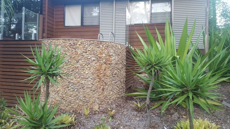 Clever stone cladding by a customer to the pool wall!